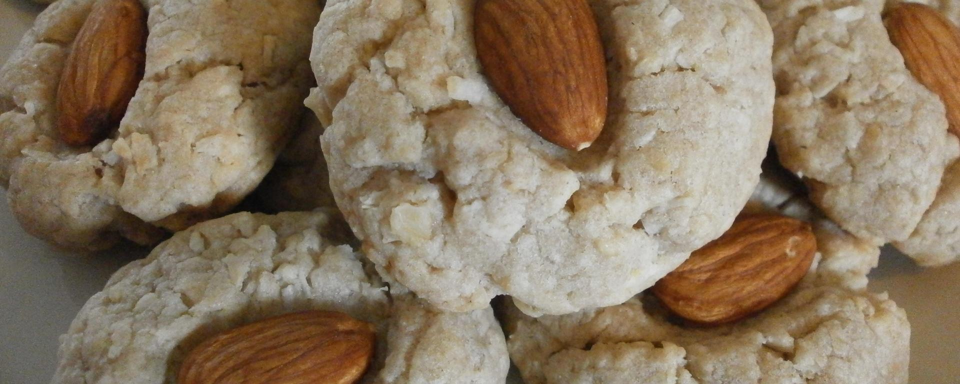 Almond-kissed butter pecan cookies