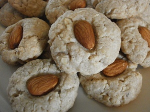 Almond-kissed butter pecan cookies