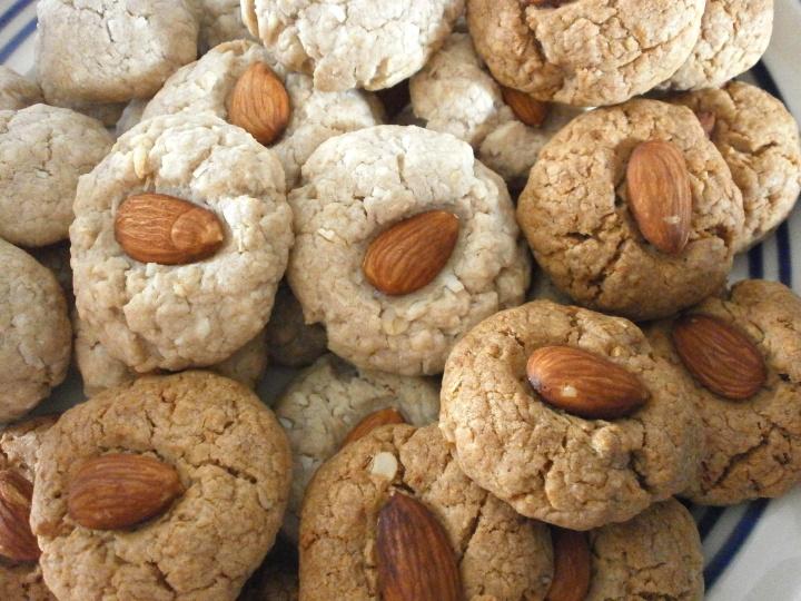 Almond Kissed Butter Pecan Cookies