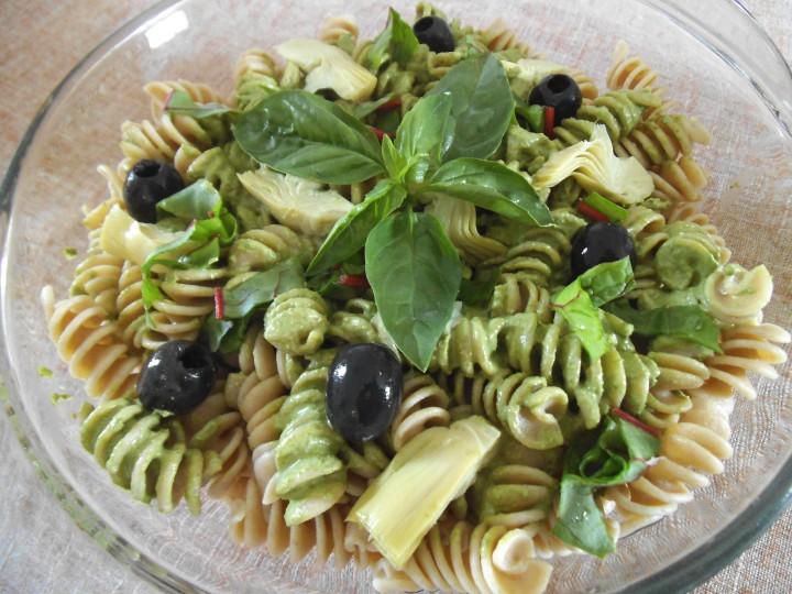 pesto pasta salad dish