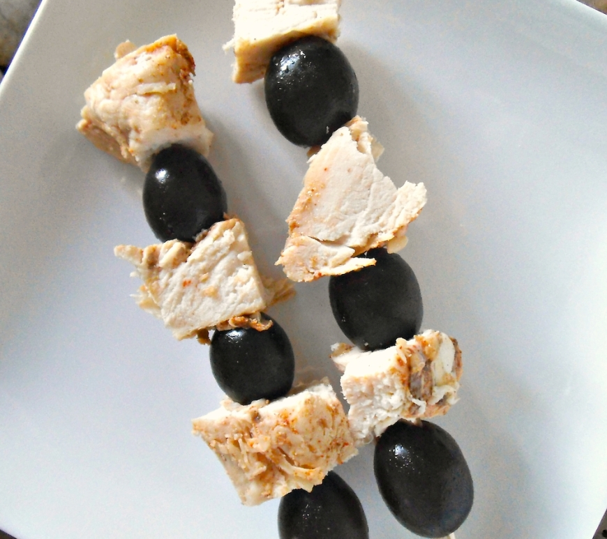 Olive and Chicken Kabobs: Perfect for packed lunches!