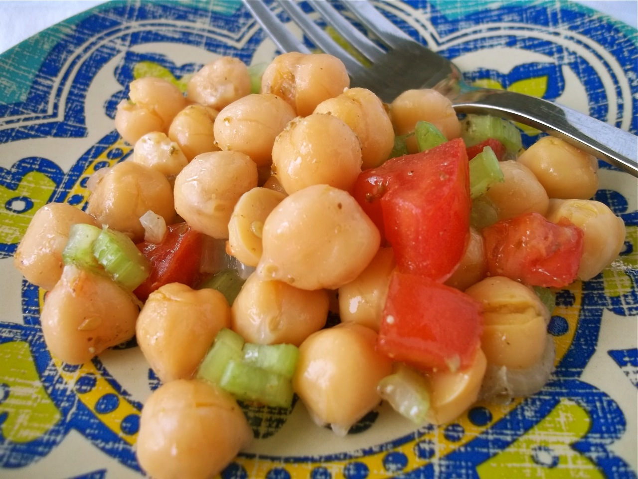 7-Minute Chickpea Salad with Shallots and Za'atar | Swirls and Spice